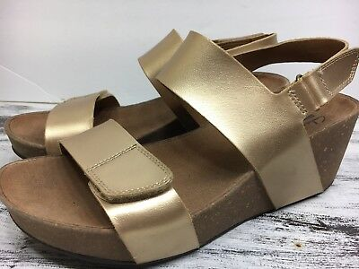 44bbc4914587 Clarks Collection Auriel Fin Wedge Sandals Womens Gold Leather Shoes Sz 9    40