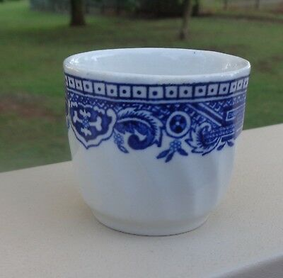 Lovely Vintage Blue Willow Pattern Egg Cup *Made in England