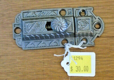 VINTAGE EASTLAKE CABINET LATCH w/ KNOB & MATCHING KEEPER-NICE CONDITION  (11294)