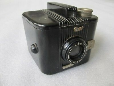 Vintage 1938-1941 Kodak Bakelite Six-20 BULL'S EYE camera 620 roll film
