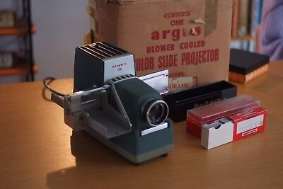 Vintage Retro Argus slide Projector, in original box, good cosmetic condition.