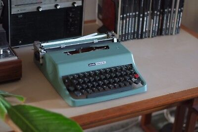 Vintage Retro OLIVETTI Lettera 32 Typewriter in Green, Made in Spain, Good cond