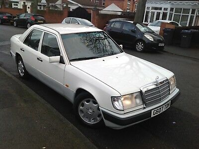 Mercedes Benz 230E Auto 1990 G Reg Diamond White Petrol 4 Door 08/19 Mot F/v/m/h