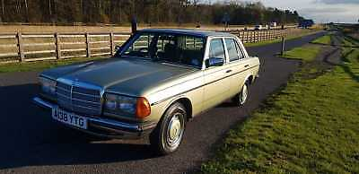 1983mercedes W123 200 no previous owners fsh lots of bills excellent through out