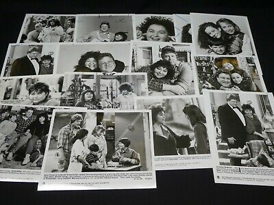 "32 x TV Press Kit Photos ~ 8x10 ""Roseanne"" Roseanne Barr John Goodman & More"