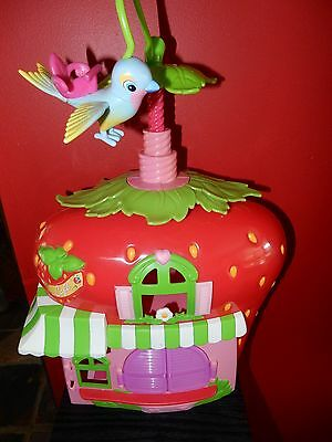 Strawberry Shortcake Twirly Bird Cafe House Hasbro 2008