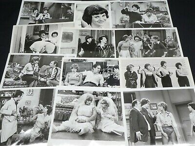 "40 x TV Press Kit Photos ~8x10 ""Laverne & Shirley"" Penny Marshall Cindy Williams"