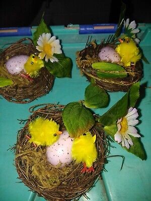 3 small easter egg chick nests. In excellent condition. 5 chicks, 3 nests, 3 egg