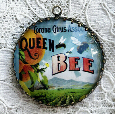 QUEEN BEE ~ XL ROUND 35mm PENDANT Filigree ~ From Vintage Label Art