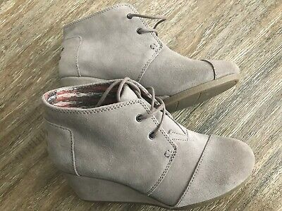 07172c5abe1 TOMS Kala Women s Desert Taupe Suede Booties Lace Up Wedge NEW SIZE 7.5 US