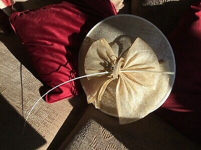 Beautiful fascinator Marks & Spencer , Vgc Used Once, Gold colour