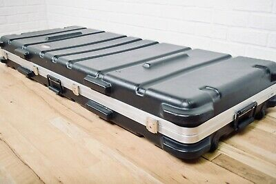 SKB 88 key keyboard case very good condition-synth flight case for sale