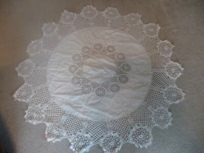 """White Linen Round Crochet Tablecloth No Damage Or Stains  Beautiful   54"""" Dia"""