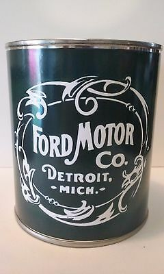 FORD Motor Co. Vintage Oil Can 1 qt.  -  ( Reproduction Tin Collectible )