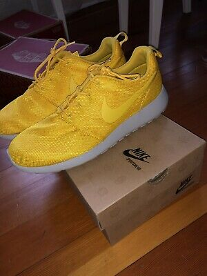 f0162223156ce Nike Roshe Run GPX Yellow Floral Men Size 10.5 Pre Owned only worn once.With
