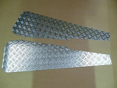 Land Rover Series Chequer Wing Tops  *** Brand New, Boxed ***