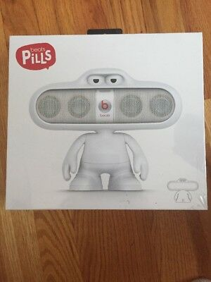 Beats MHE52G/A Beats Dude for Pill 1&2 Speaker Stand - White - NIB 100%Authentic