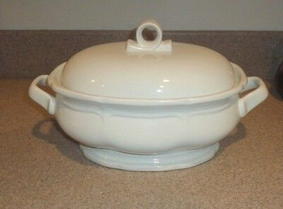 Mikasa  French Countryside 2.5 Quart Oval Footed Covered Casserole