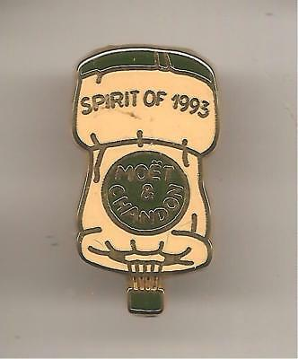 Pin's pin CHAMPAGNE MOET & CHANDON SPIRIT OF 1993 MONTGOLFIERE BOUCHON (ref H41)