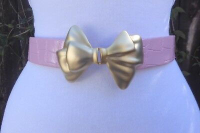 Vtg. Dotty Smith Matte Gold Tone Double BOW Buckle w/Pink faux. Leather Belt