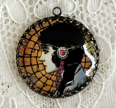 BEAUTIFUL FLAPPER ~ XL ROUND 35mm PENDANT Filigree ~ VINTAGE Gloria Swanson ART
