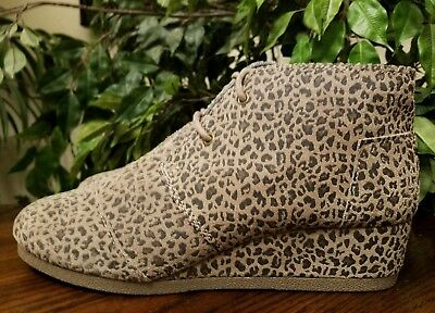 f43eab49905 Toms Women s Desert Wedge Suede Cheetah Leopard Ankle Boots Size 6  Thespot917