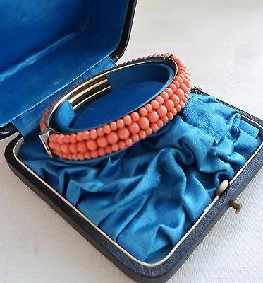 ANTIQUE VICTORIAN SILVER BRACELET WITH UNDYED SALMON CORAL FROM 19th CENTURY