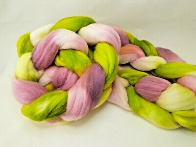 Hand dyed Merino roving, wool top, 100 g, SPRINGLY