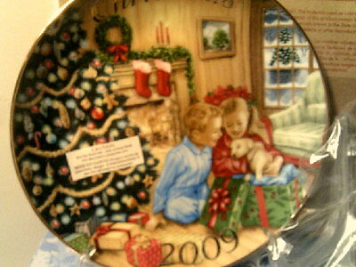 A Gift To Remember 2009 Christmas Plate Avon Caucasian