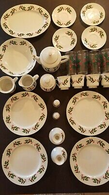 Fine China Japan CHRISTMAS HOLLY 26 Pc Set Dinner Plate Cup Saucer Gold Trim