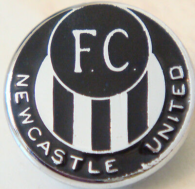 Newcastle United FC Vintage club crest type badge Brooch pin In chrome 19mm Dia