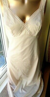 """Vintage  Full Slip in Natural Shade Lace Accents by Triumph Polyamide  34"""" U105"""