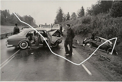 24x16 Foto 1962 Unfall Volvo Amazon DKW F93 wie Arnold Odermatt Polizei photo