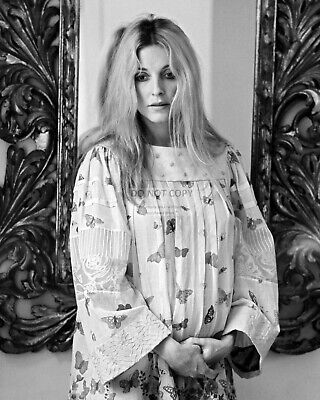 Actress Sharon Tate - 8X10 Publicity Photo (Rt876)
