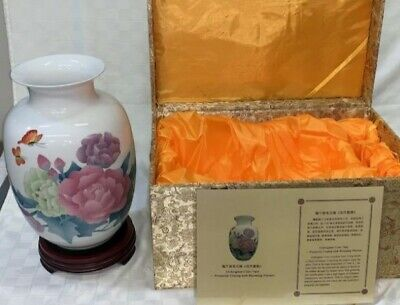 Fine Chinese White Underglaze Porcelain Vase with Flowers and Butterflies