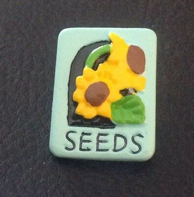"""Vintage 1"""" Realistic Novelty Figural Plastic Flower Seeds Package Button"""