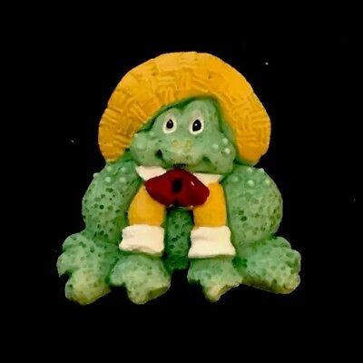 """Vintage 1"""" Realistic Novelty Goofy Figural Plastic Country Frog 🐸 Button"""