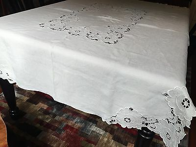 """Vtg French Linen Floral Embroidered Madeira 50x68"""" Tablecloth; 4 Napkins (RF338)"""