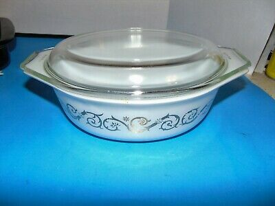 Vintage PYREX Empire Scroll Vines Gold White 1.5 Qt Oval Casserole with Lid EUC