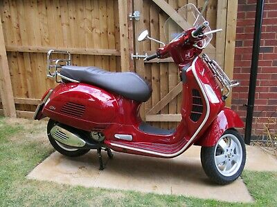 2018 '18'  Vespa GTS 300 Touring Scooter met red Hardly used,warranty 536 miles