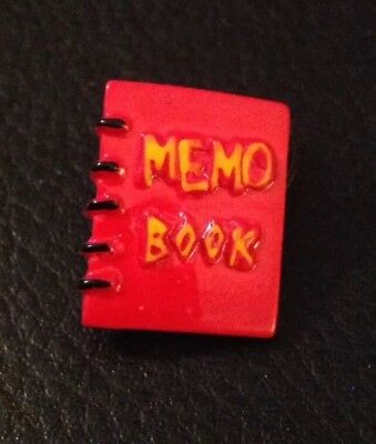 """Vintage 13/16"""" Realistic Novelty Figural Goofy Red Plastic """"Memo Book"""" Button"""