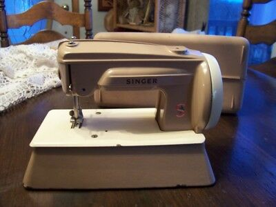 Singer childs sewing machine model 22851 with case