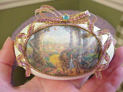 COLLECTIBLE REAL GOOSE Egg Decorative With July 4th Diorama