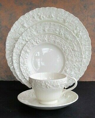 Wedgwood Queensware Embossed Cream on Cream Shell Edge 5 Pc Setting~ Mint-A