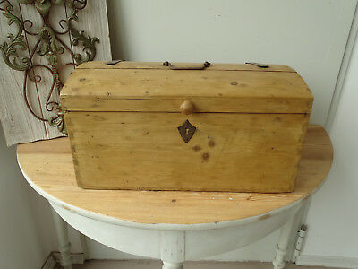 T1630 Antique, Small Wooden Chest ~ Restored um 1900 ~ Chest ~ Top