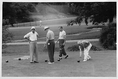 MEN PLAYING LAWN BOWLS GRASS BOWLING BOULES like BOCCE or PIQUANT VTG PHOTO 147