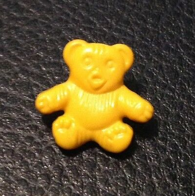 """Vintage 11/16"""" Realistic Novelty Figural Plastic Yellow Bear Button"""