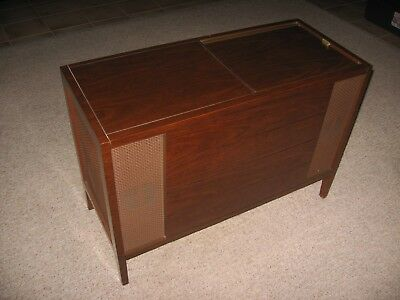 VINTAGE MAGNAVOX STEREO Vinyl Record Console Phonograph with AM/FM Radio