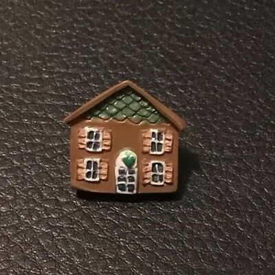"""Vintage 11/16"""" Realistic Novelty Goofy Figural Plastic Brown House Button"""