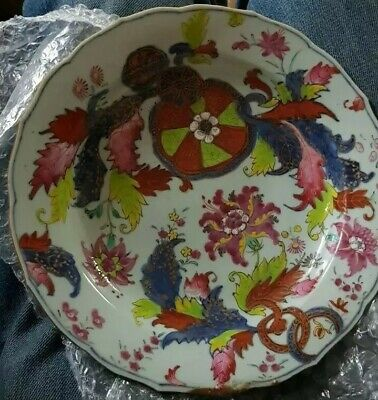 Chinese Scalloped Edged decorative  Porcelain Plate